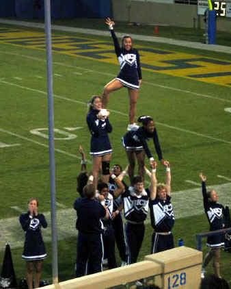 Cheerleaders.jpg (63721 bytes)